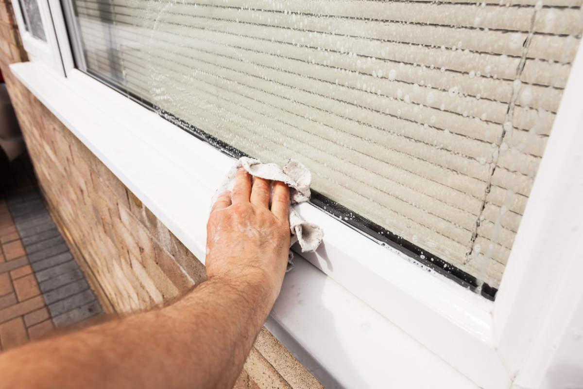 best way to clean windows